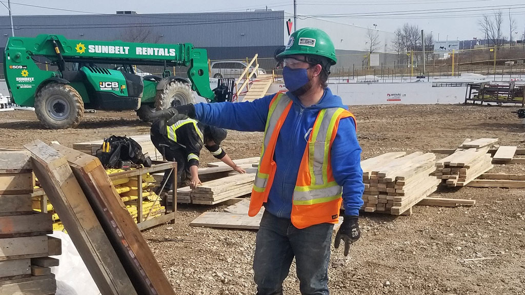Sean Massinen, who had 14 years of experience in the military, wanted to launch a new career in carpentry and start thinking about planning a family one day. Helmets to Hardhats Canada helped place the veteran in a trade apprenticeship in Ontario..